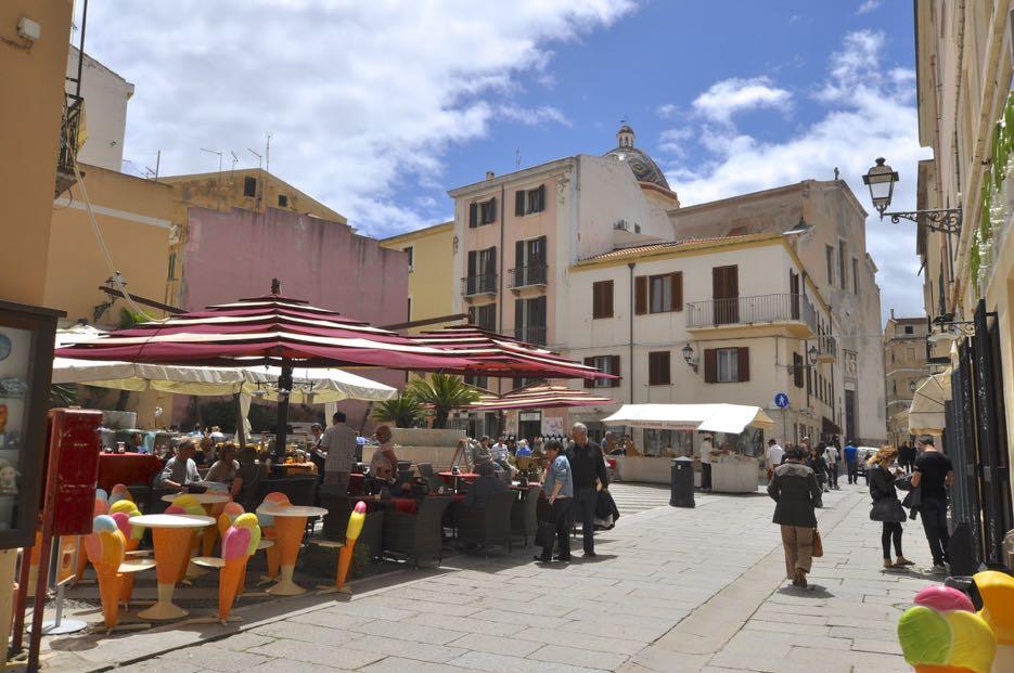 In der Innenstadt von Alghero findet man charmante Geschäfte, Bars, Eisdielen und Restaurants