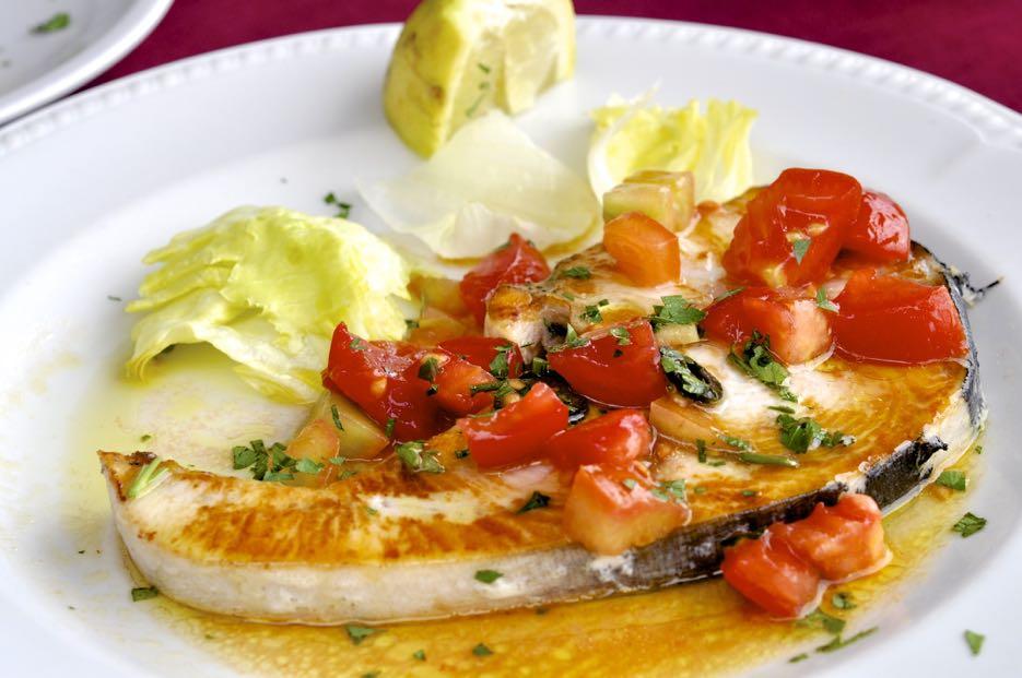 Auf Sardinien isst man frischen Fisch