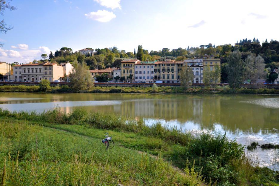 Der Tiber, der durch Florenz fließt