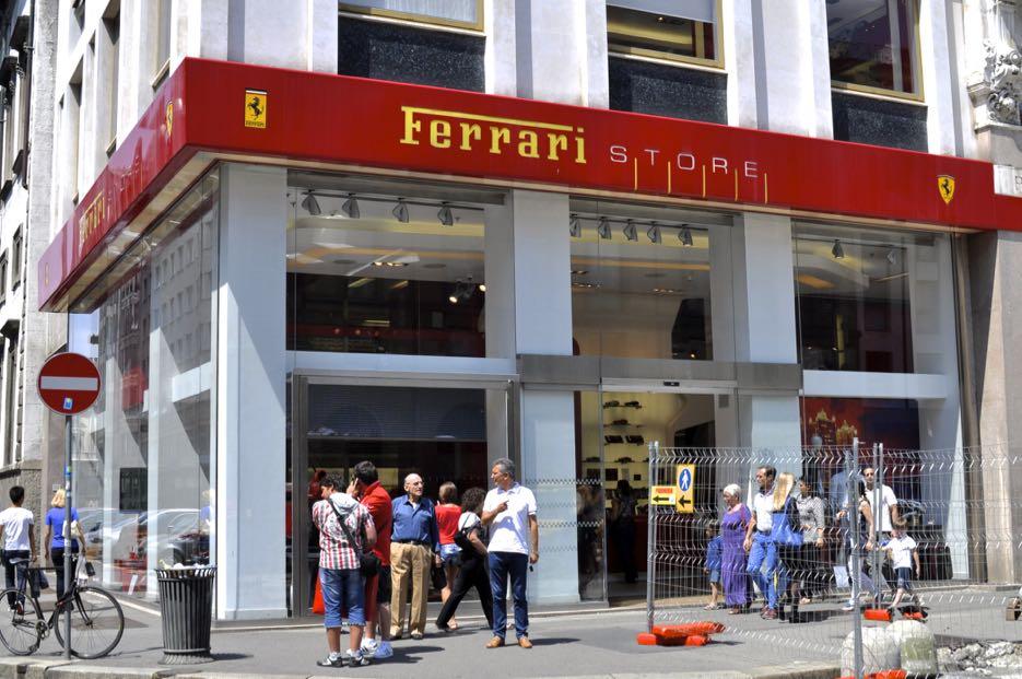 Der Ferrrrrrrrrrrrrrrrrrrrrrari Store in Mailand.