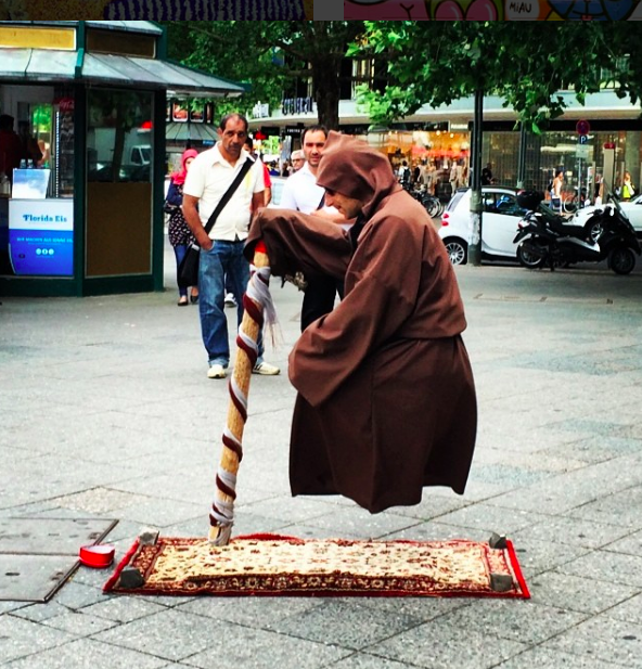 Wow: der Schwebetrick in Berlin