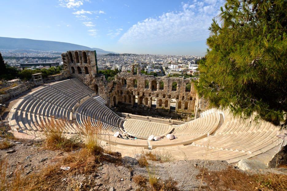 Hier fanden früher die griechischen Tragödien statt: das Herodes-Attikus-Theater unterhalb der Akropolis.