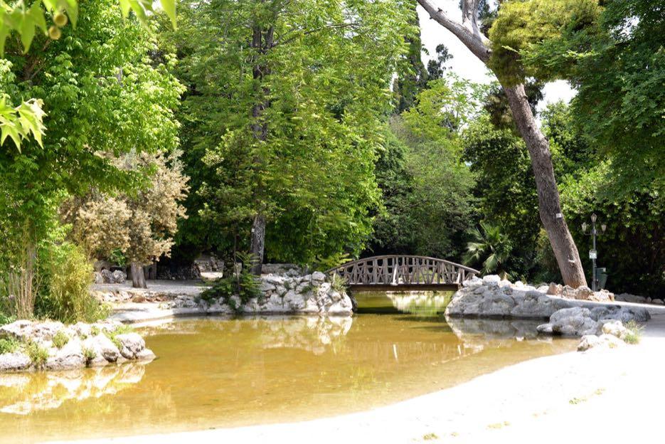 Nationalgarten, Parlament und Zeustempel sind nur wenige Minuten voneinander entfernt.