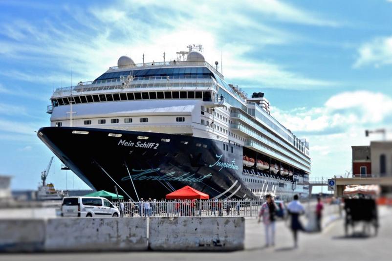 Mein Schiff 2: das Wohlfühl-Abenteuer-Hotel