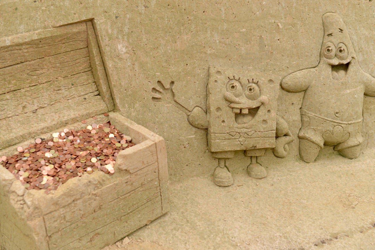 Macht Spaß: die Sandskulptur-Ausstellung in Binz
