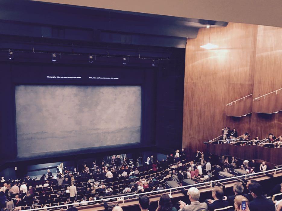 Schlicht und reduziert: die Deutsche Oper in Berlin.