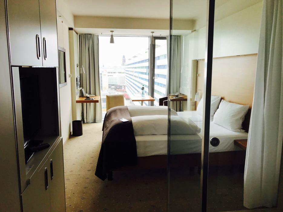 Kompakt, aber komfortabel: ein Zimmer im Pullman Dresden Newa.