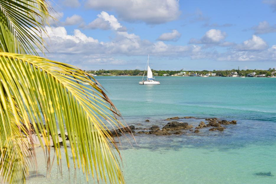 Der Sandstrand liegt direkt vor dem Royal Palm Mauritius.