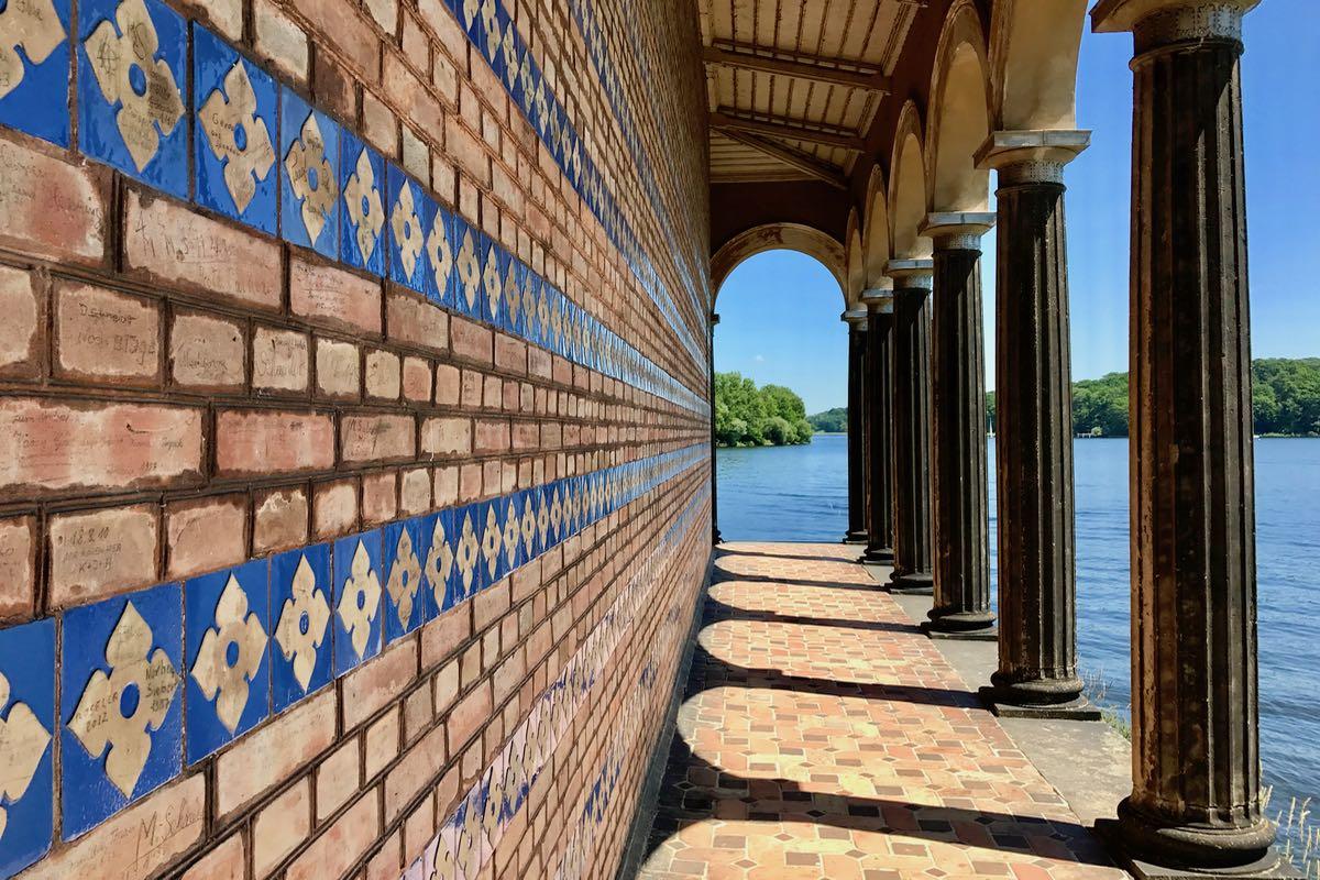 Radtour zum außergewöhnlichsten Teil der Mauer: einer Kirche