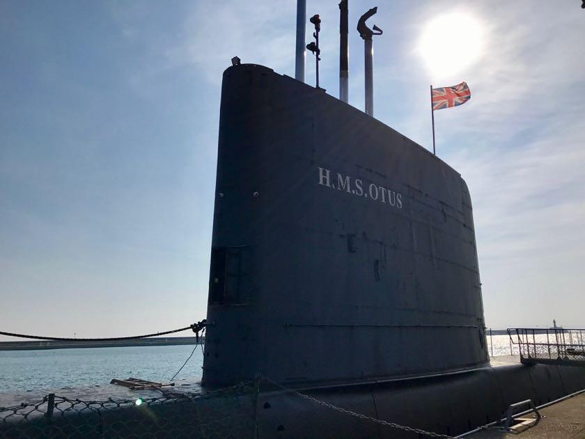 Sassnitz Hafen: Hier kann man ein britisches U-Boot erkunden und in die Geschichte eintauchen.