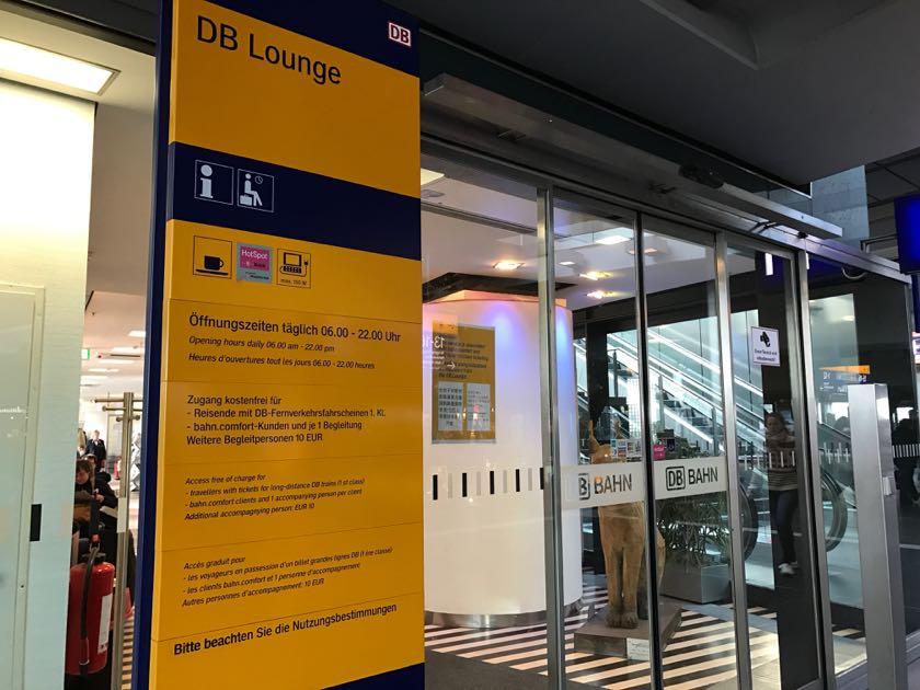 Der Eingang der DB Lounge am Berliner Hauptbahnhof.